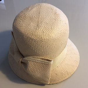 EUC Urban Outfitters Paper Bow Hat